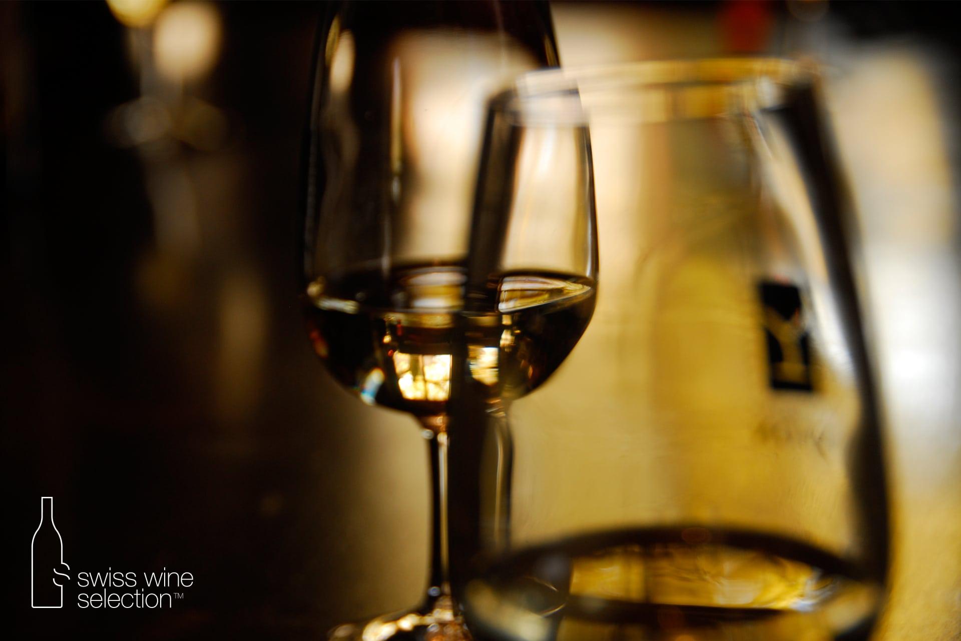 Chefs d'entreprise suisses : pourquoi offrir du vin suisse à vos relations d'affaires ?